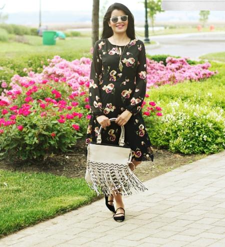Черное платье с розами и сумка к нему