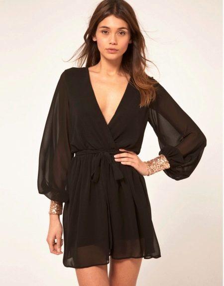 Черное шифоновое платье с запахом