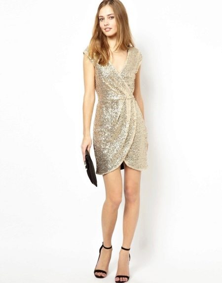 Праздничное платье с запахом