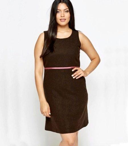 Платье-шифт для полных в сочетание с ремешком