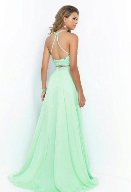 Вечернее платье с небольшим шлейфом