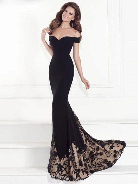 Черное вчернее платье со шлейфом