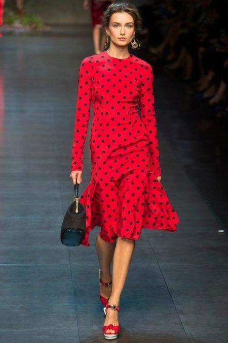 Красное платье в черный горошек
