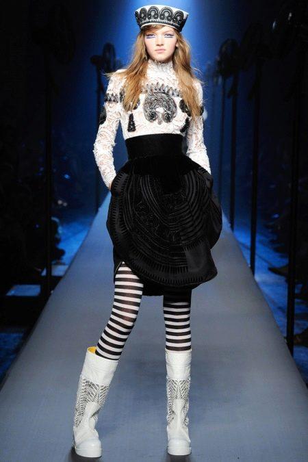 Платье в морском стиле черно-белое с принтом