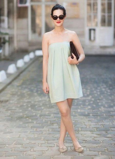 Платье-юбка для прогулки - очки и клатч в качестве аксессуаров