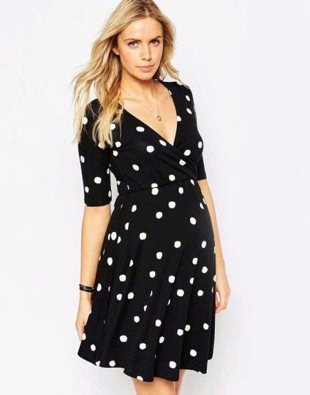 Платье А-силуэта, скрывающее живот, для беременной