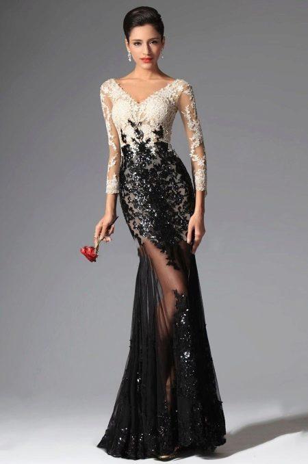 Красивое длинное платье с кружевом