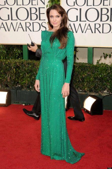 Платье с длинными рукавами Анджелины Джоли
