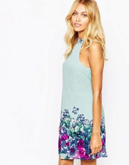Платье с рисунком для блондинки