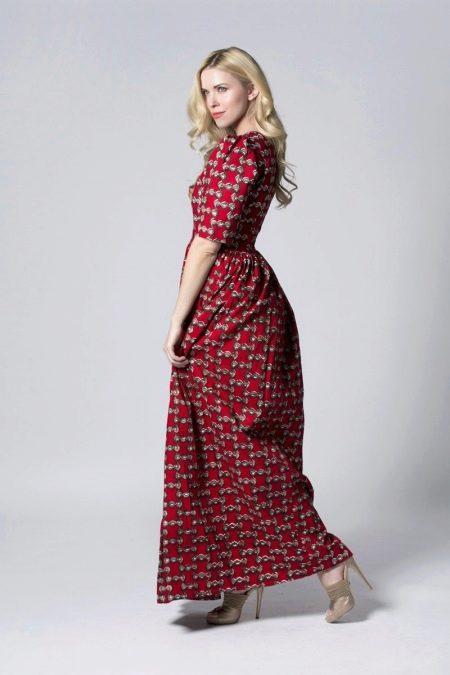 Длинное платье с небольшим рисунком