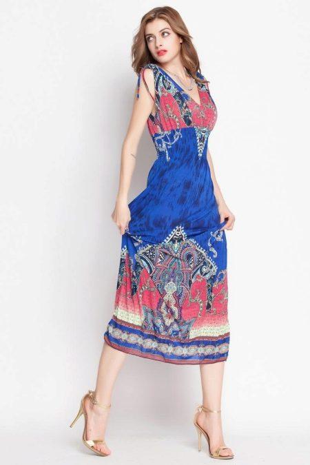 Разноцветное платье с завышенной талией