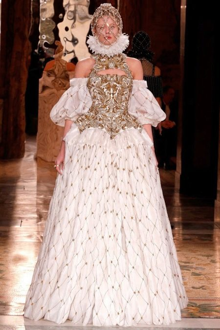 Свадебное платье с золотым корсетом
