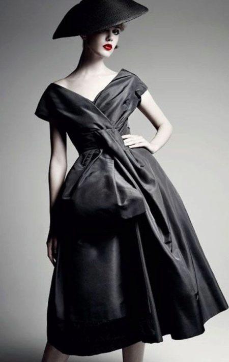 Черное платье в стиле нью лук