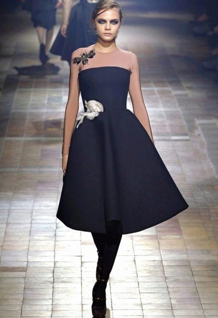 Платье в стиле нью лук с бантом в виде цветка на талии
