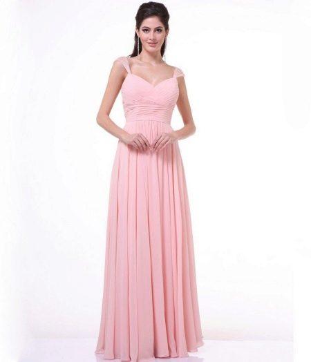 Длинное плиссированное розовое платье