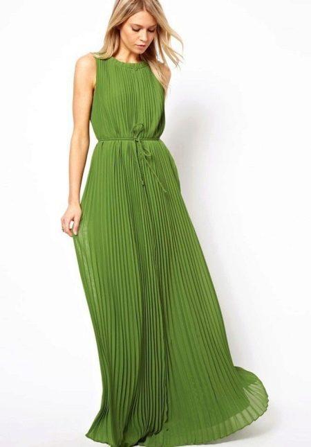 Гофрированное длинное зеленое платье