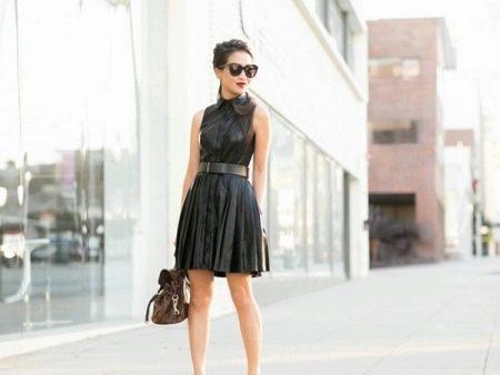 Плиссированное короткое кожаное платье