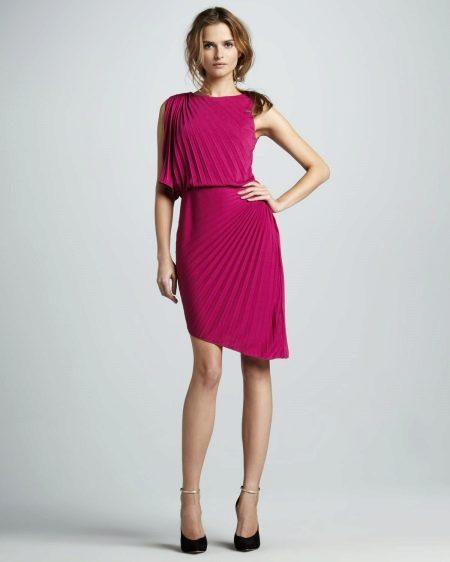 Асимметричное плиссированное платье
