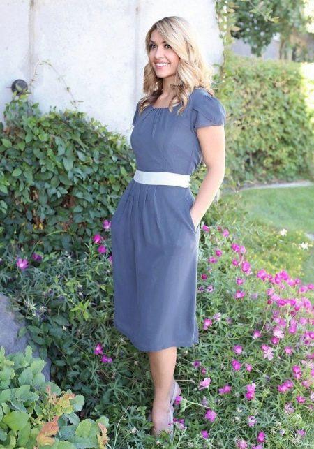 Светло-сине повседневное платье длины миди