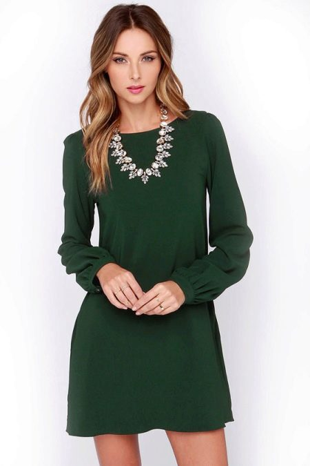 Повседневное платье темно-зеленого цвета