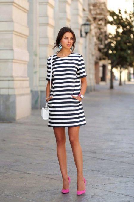Платье повседневного стиля в полоску