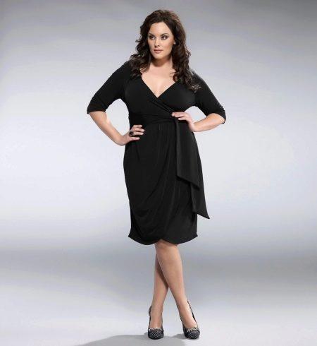 Черное платье с запахом для полной женщины