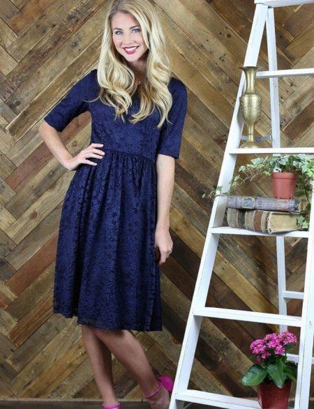 Синее кружевное повседневное платье