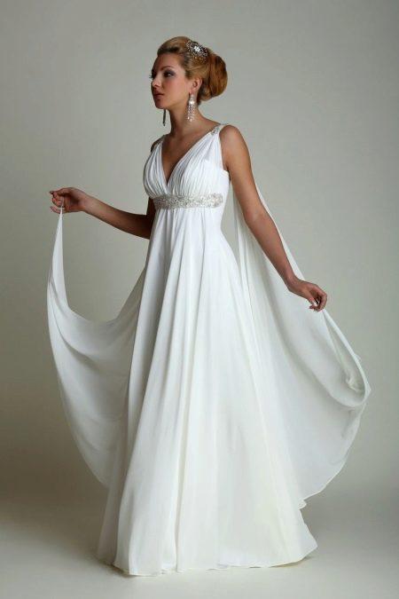 Белое платье в греческом стиле, расклешенное от груди