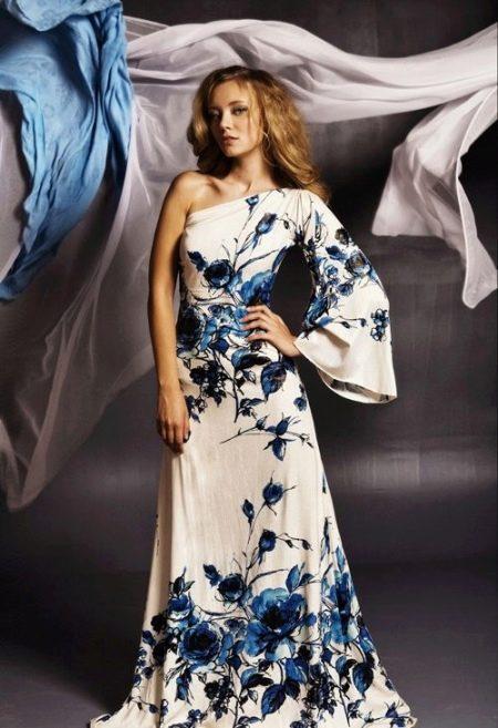 Расклешенное платье с одним рукавом