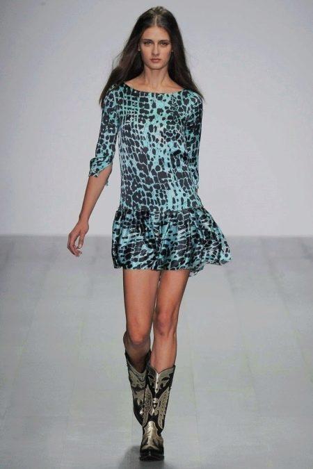 Платье, расклешенное от бедра