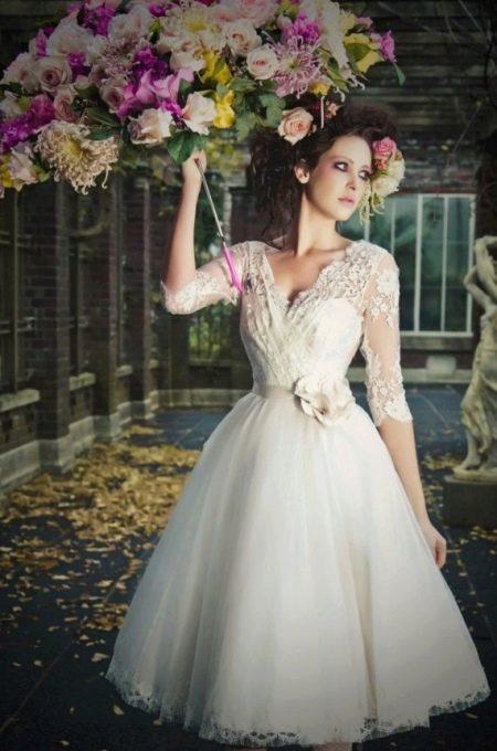 Свадебное платье миди с ажурным верхом