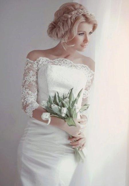 Свадебная прическа к платью футляр
