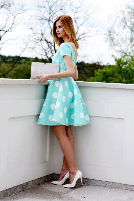 Голубое платье в горошек