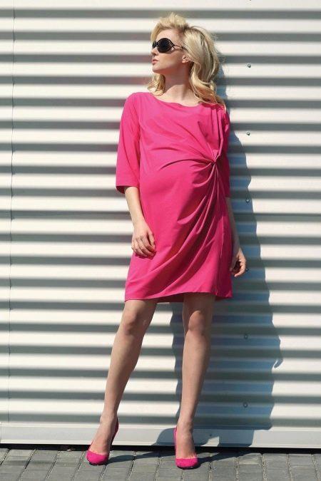 Розовое трикотажное платье для беременных