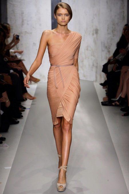 Платье с драпировкой из трикотажа короткое