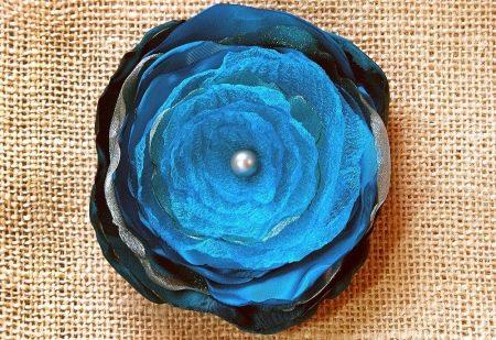 Многослойный цветок из органзы