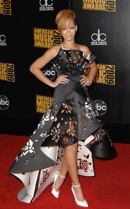Кожаное платье из перфорированной кожи