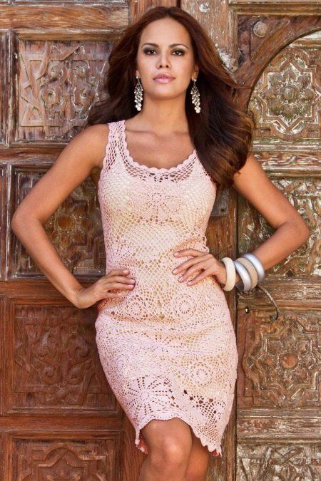 вязаное летнее платье футляр