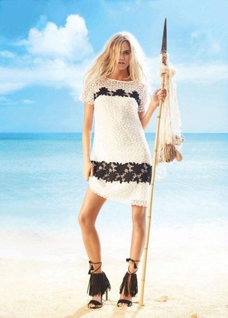 Пляжное вязаное платье черно-белое