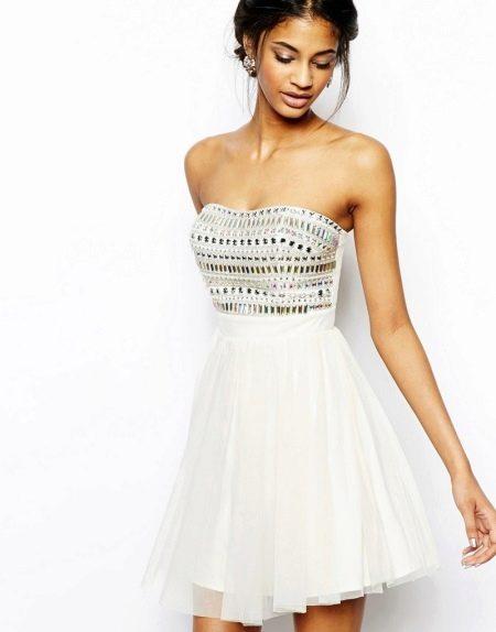 Короткое платье-бандо
