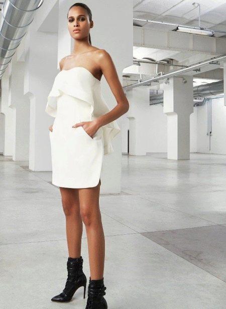 Платье без бретелей белое короткое