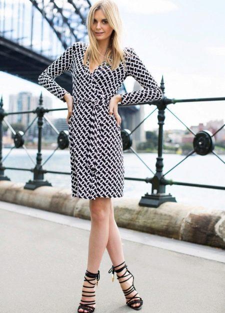 Платье-халат с запахом для стройных женщин