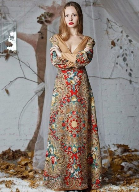 Платье из павлопосадских платков с глубоким вырезом