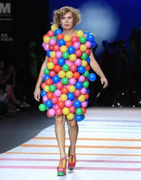 Платье из шариков дизайнерское