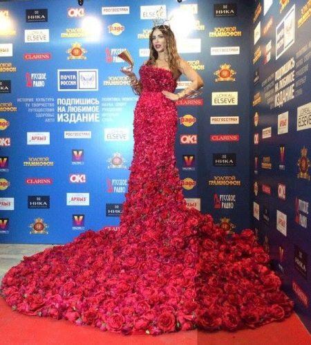 Платье из цветов Ани Лорак