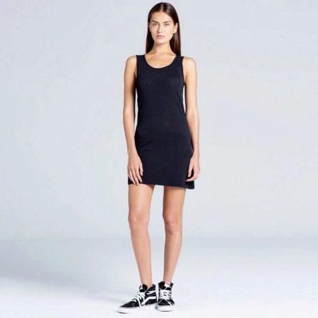 Короткое черное платье-майка простого кроя