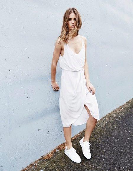Белое платье-майка средней длины