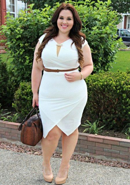 Платье белого цвета на корпоратив для полных