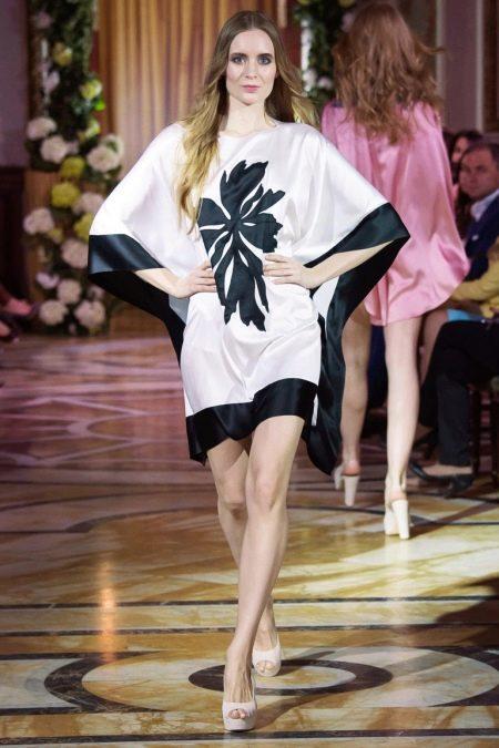 Платье с цельнокроеным рукавом кимоно