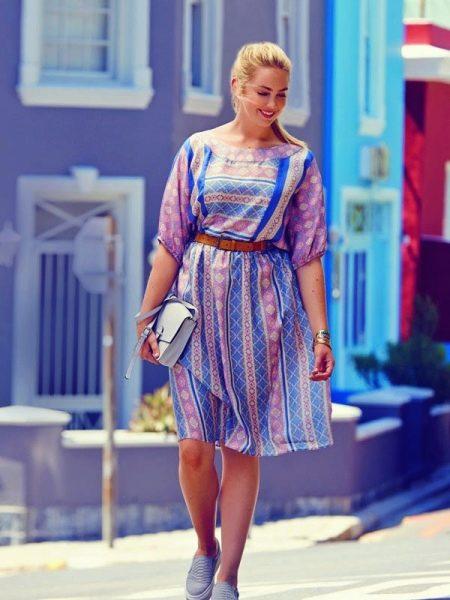 Платье с цельнокроеным рукавом для полных